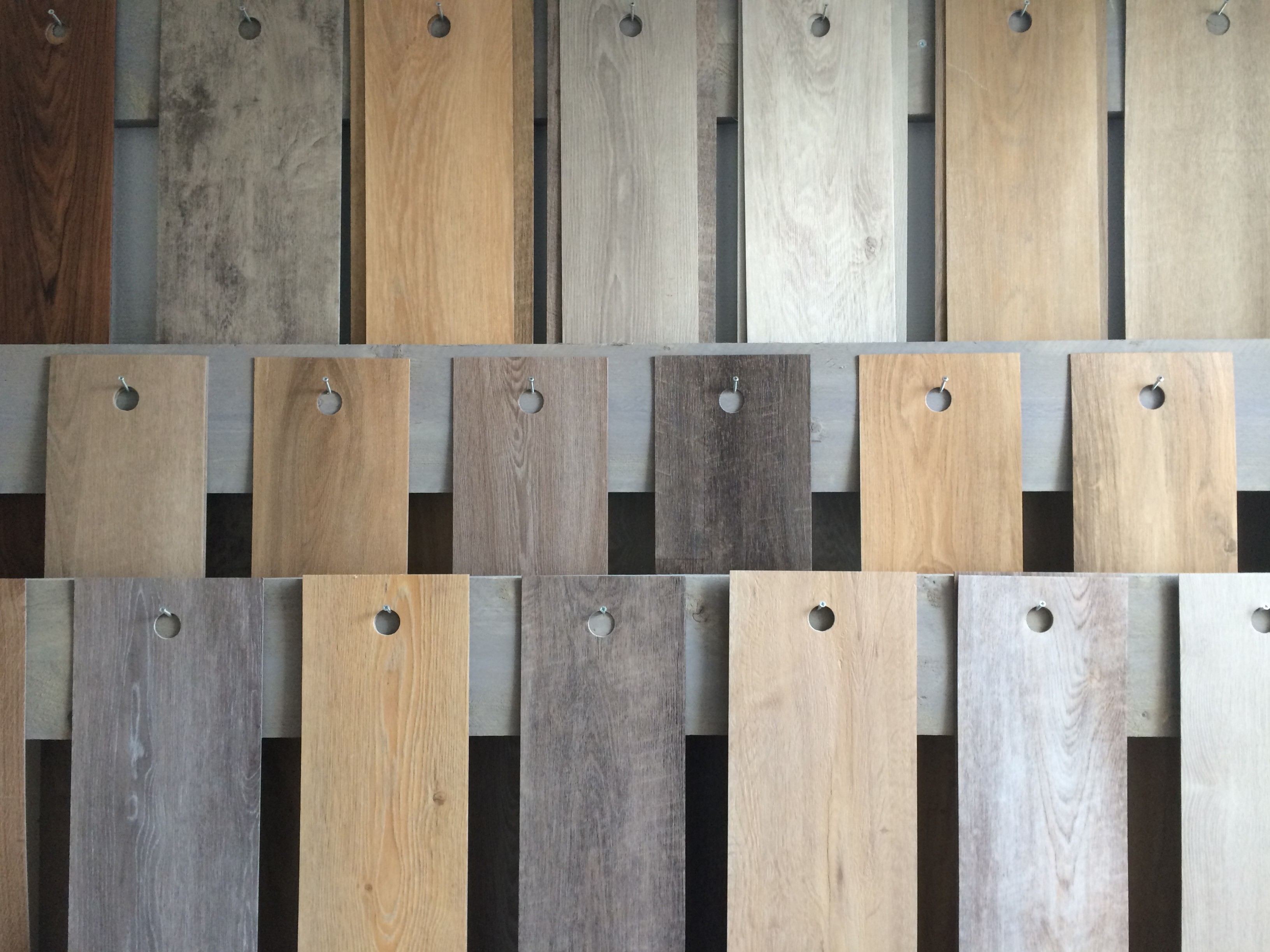 Nieuwe stalen pvc en tapijt in de showroom van den berg vloeren